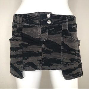 Lip Service Kill City Camo Cargo Skirt Size 7
